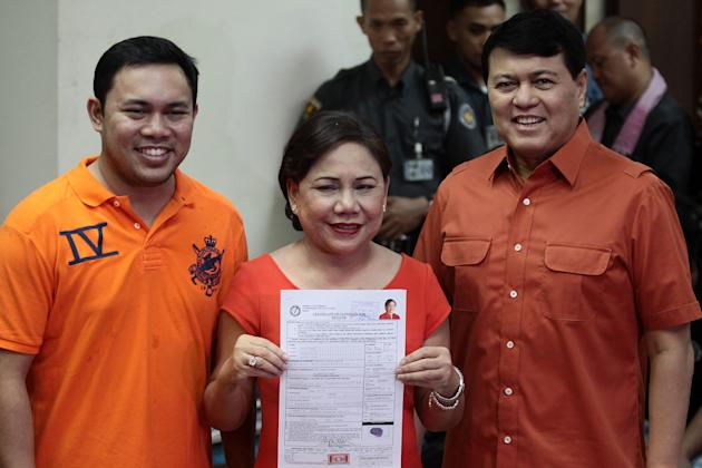 Former Las Pinas Rep. Cynthia Villar files her certificate of candidacy for senator at the Commission on Election office in Intramuros, Manila Oct. 2. (Voltaire Domingo, NPPA Images)