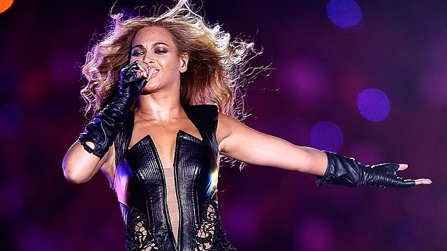 Beyonce Cries Onstage During Final 'Mrs. Carter' Show