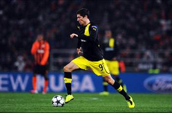 Bayern edge ahead of Manchester United in two-way Lewandowski fight as Juventus line up Gomez