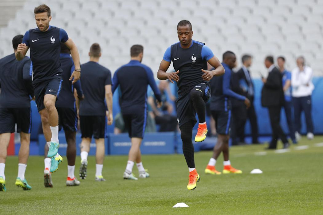 France's Patrice Evra and Yohan Cabaye (L) during training