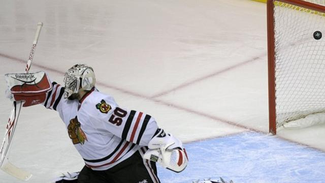 Ice Hockey - Chicago goalie learns praise can be fleeting in play-offs