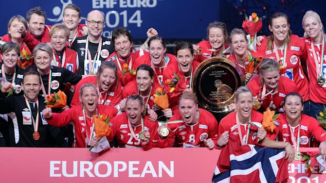 Football - Norwegian women unhappy with baggy World Cup kit