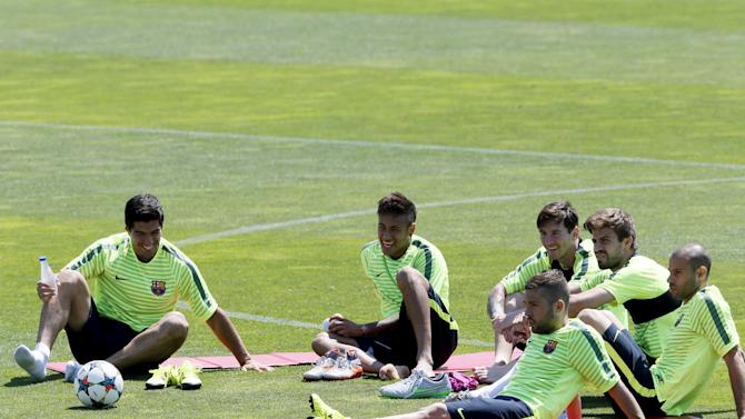 Barcelona's players Luis Suarez, Neymar, Lionel Messi, Gerard Pique, Javier Mascherano and Jordi Alba attend a training session during the media Barcelona Open Day ahead of the Champions League final against Juventus