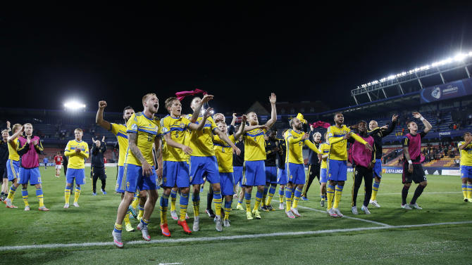 SOC: Sweden celebrate after the game