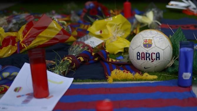 Barca's players gather in memory of Vilanova