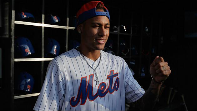 Watch Neymar Jr. try to play baseball with Mets