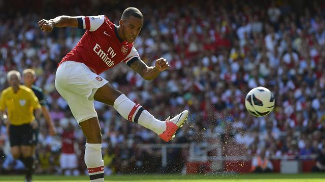 Wenger: Walcott to stay at Arsenal