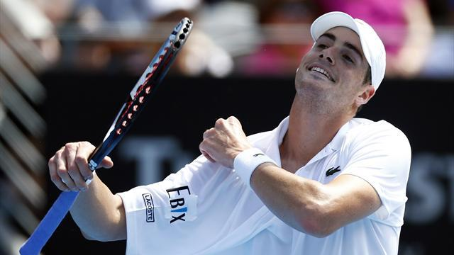 Australian Open - Isner throws in towel, Tsonga, Del Potro through