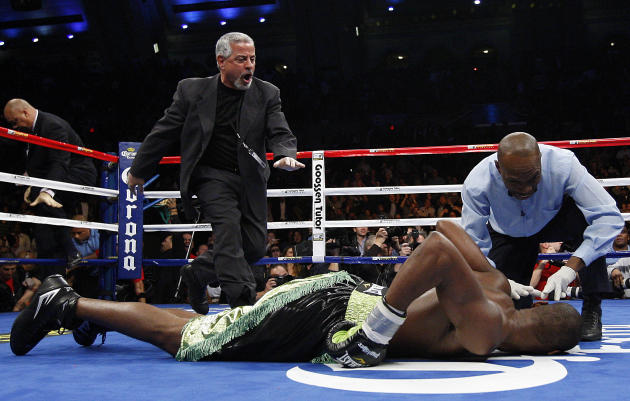 20-11-2010 vs Paul Williams (Estados Unidos). Retiene títulos CMB y The Ring de peso mediano.