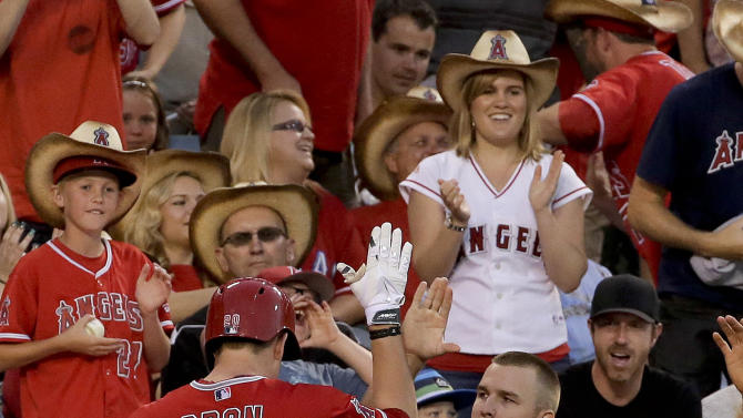 Richards, Freese lead LA Angels past Rangers 7-3