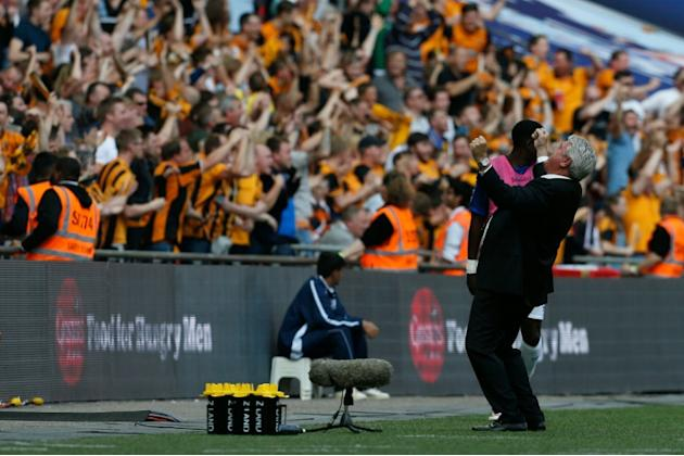 Hull City's manager Steve Bruce (R) celebrates with the fans on the touchline after the opening goal during the English Championship play-off final at Wembley Stadium on May 28, 2016