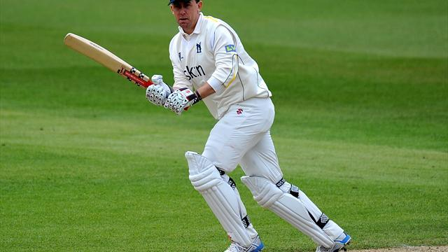 County - Brown wants Clarke to stay at Warwickshire