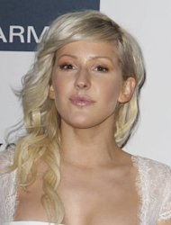 Ellie Goulding's luggage misplaced by airline