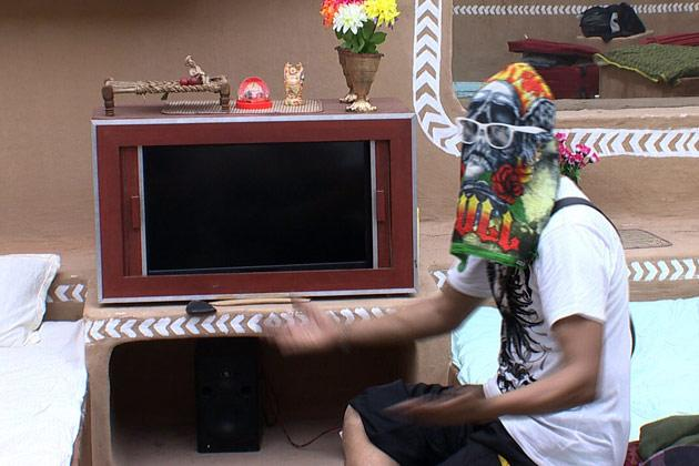 Bigg Boss 6: Imam's madness continues