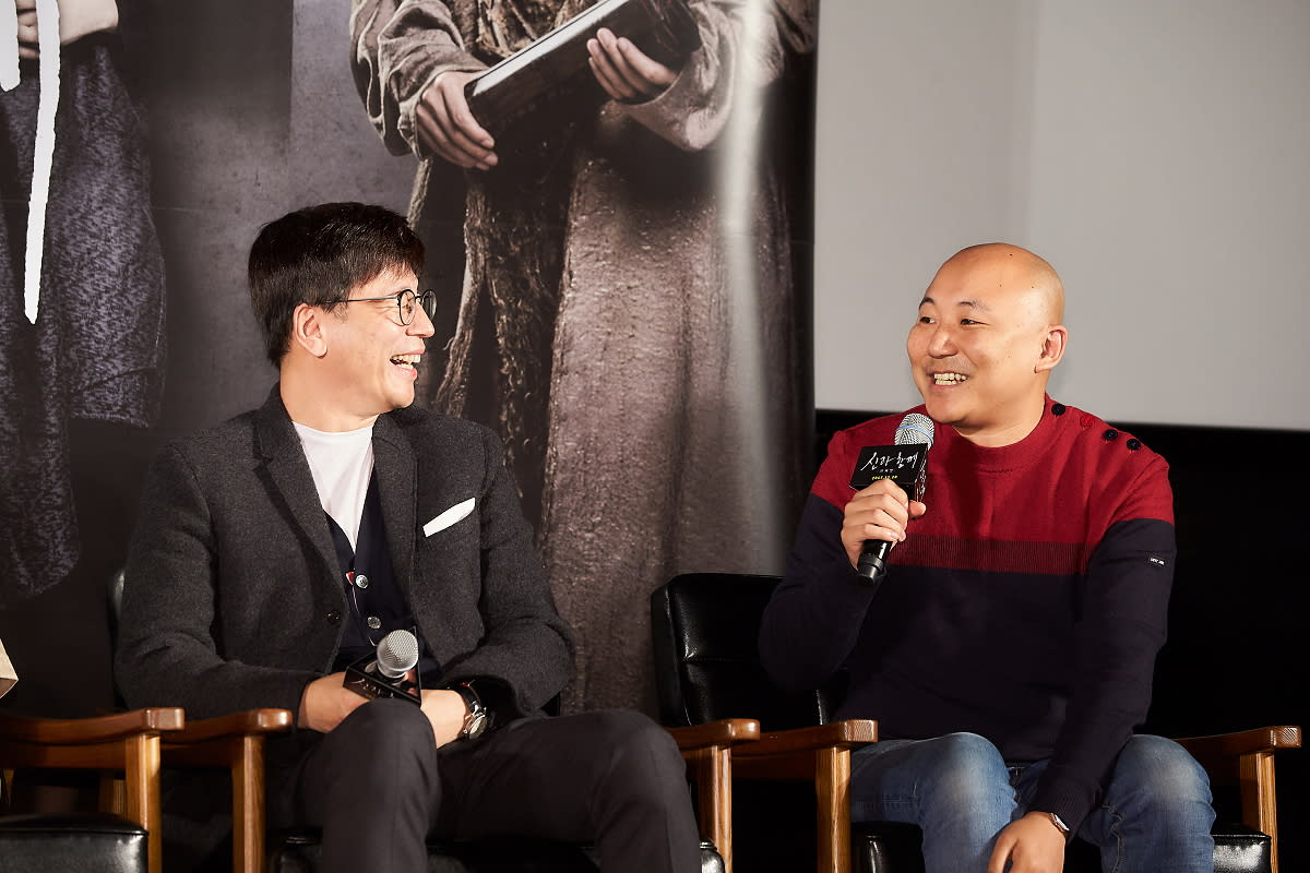 <p>《與神同行》票房名導金容華(左),以及獲獎無數的同名漫畫作者周浩旻在現場相談甚歡。 </p>