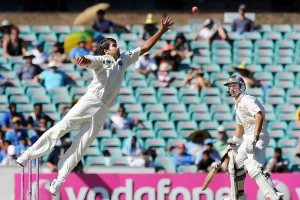 Indian bowler Zaheer Khan (L) leaps to try and catch out Australian batsman Ricky Ponting as Ed Cowan (R) returns to his crease during the second cricket Test and the 100th Test at the Sydney Cricket
