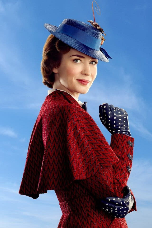<p>三、《歡樂滿人間2》Mary Poppins Returns:相隔五十四年的續集電影,怎能不看!即將在今年上映的《歡樂滿人間2》,是1964年《歡樂滿人間》的正宗續集。或許你沒看過第一集,但這個故事背景對你而言未必陌生,因為由艾瑪湯普遜和湯姆漢克共同主演的2013年電影《大夢想家》,描述的正是迪士尼先生早年如何將這部電影推上大銀幕、成為經典之作的艱辛幕後過程。第二集陣容則請到了艾蜜莉布朗、班維蕭、梅莉史翠普等,全片以夢想與歌舞為主題,預計將於2018年聖誕檔期上映。(圖/《歡樂滿人間2》官方劇照) </p>