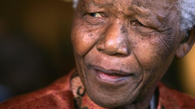 Former President Nelson Mandela smiles as he formally announces his retirement from public life at his foundations offices in Johannesburg, June 1, 2004. (Reuters)