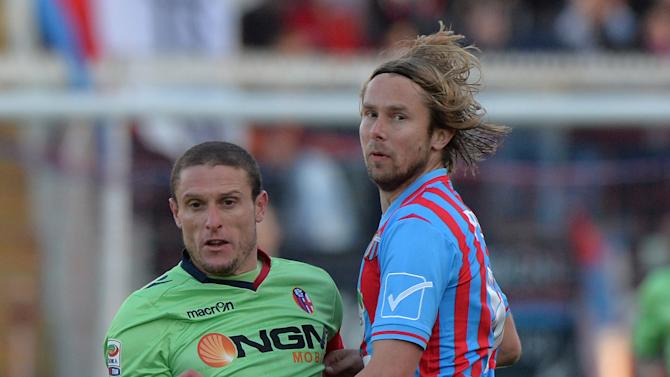Bologna midfielder Diego Perez, left, of Uruguay, challenges for the ball with Catania midfielder Jeroslav Plasil, of Czech Republic, during the Serie A soccer match between Catania and Bologna at the Angelo Massimino stadium in Catania, Italy, Monday, Jan. 6, 2014