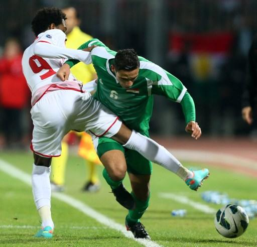 Ali Adnan alk-Tameemi (R) of Iraq vies with Abdelaziz Hussain of UAE during the 21st Gulf Cup's final between United Arab Emirates (UAE) and Iraq on January 18, 2013 in Manama. United Arab Emirates wo