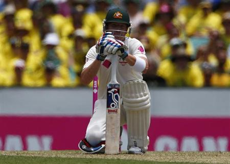 Australia's Brad Haddin reacts after nearly being bowled by a delivery from England's Stuart Broad during the first day of the fifth Ashes cricket test match in Sydney January 3, 2014.REUTERS/David Gray