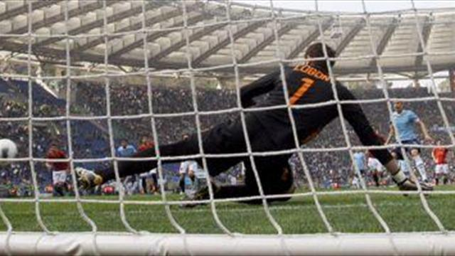 Serie A - Roma keeper Lobont suffers fractured nose