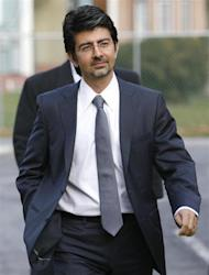 EBay founder Pierre Omidyar enters the courthouse to testify in the eBay versus Craigslist trial at the Chancery Court in Georgetown, Delaware December 7, 2009. REUTERS/Tim Shaffer/Files
