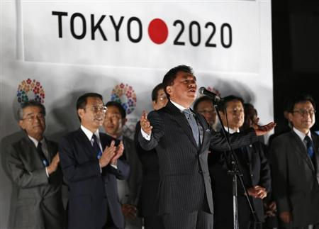 """Inose announces Tokyo's successful bid to host 2020 Summer Olympics and Paralympics during """"Tokyo 2020 Host City Welcoming Ceremony"""", upon the delegation's return in Tokyo"""