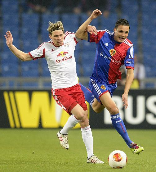 Salzburg's Christoph Leitgeb, left, fights for the ball against Basel's David Degen during the Europa League round of sixteen first leg soccer match between Switzerland's FC Basel and Austria's FC Salzburg at the St. Jakob-Park stadium in Basel, Switzerland, on Thursday March 13, 2014