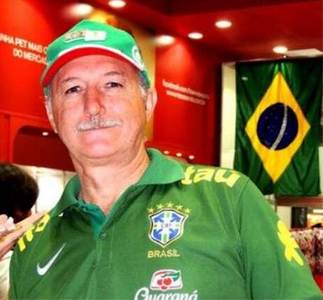 Can you spot what is the matter with this Scolari picture?