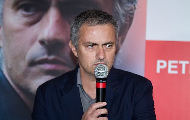 Although he looks tired, Mourinho still entertains with his quips and humour (Yahoo! Photo)