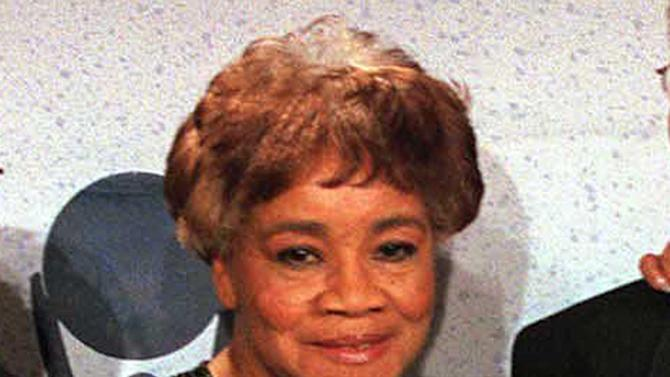 FILE - This March 15, 1999 file photo shows Cleotha Staples of the sibling group The Staples Singers at the Rock and Roll Hall of Fame induction ceremony in New York. Cleotha Staples, the eldest sibling in the highly influential gospel group died Friday, Feb. 22, 2013, at her Chicago home after suffering from Alzheimer's disease for the last decade.  She was 78. (AP Photo/Albert Ferreira, file)