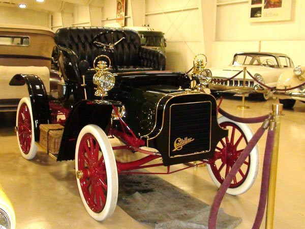 first cadillac ever made thehulmemanexperience 12 cars that define cadillac at age 110. Black Bedroom Furniture Sets. Home Design Ideas