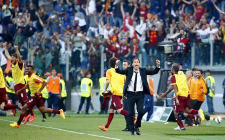 AS Roma's coach Garcia celebrates at the end of their Serie A soccer match against Lazio at the Olympic stadium in Rome