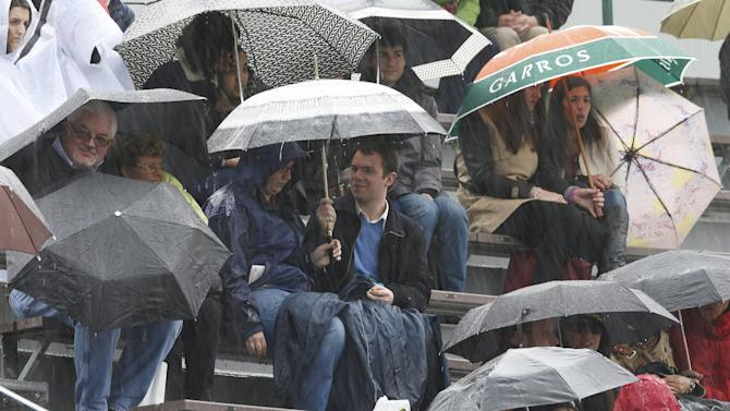 Tennis - No centre court for Nadal as rain disrupts Roland Garros schedule