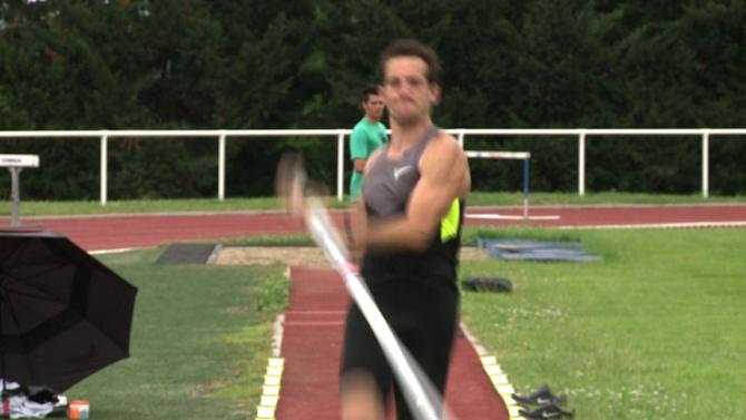 Pole vaulter Lavillenie aiming high for France