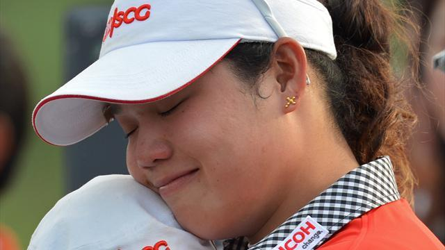 Golf - Teen Ariya hits hole-in-one, throws away title