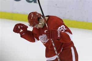 Late goal lifts Red Wings to 3-2 win against Kings