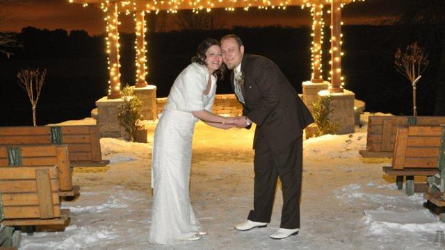 Couple Says Icy 'I Do's' Outside in Freezing Minnesota Weather