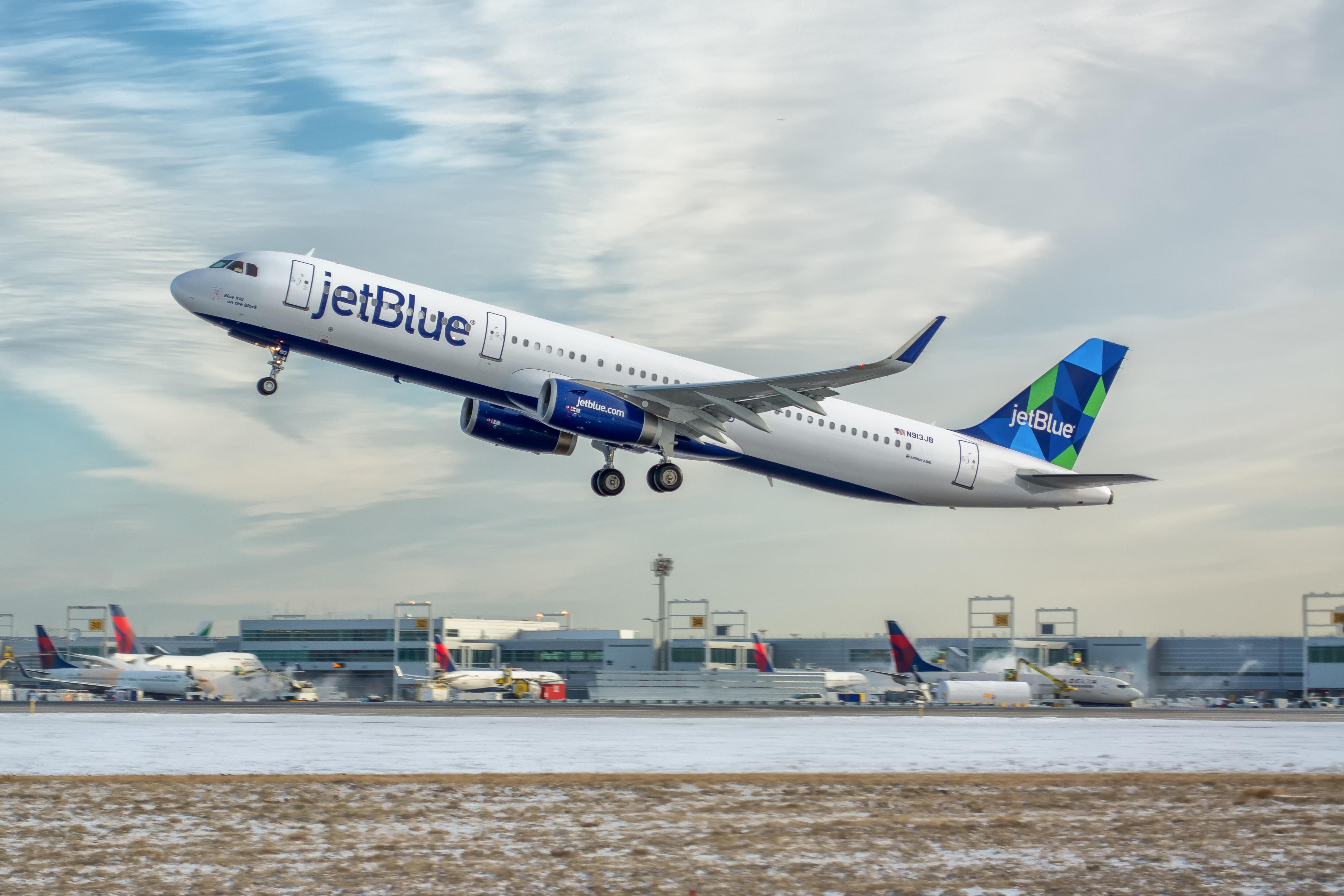 Amazon Prime members can acess free streaming on JetBlue flights
