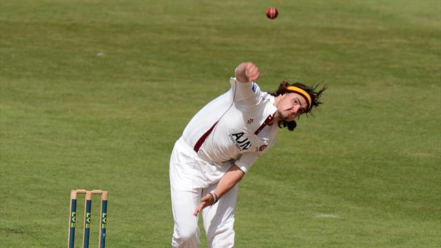 Yorkshire snap up Brooks