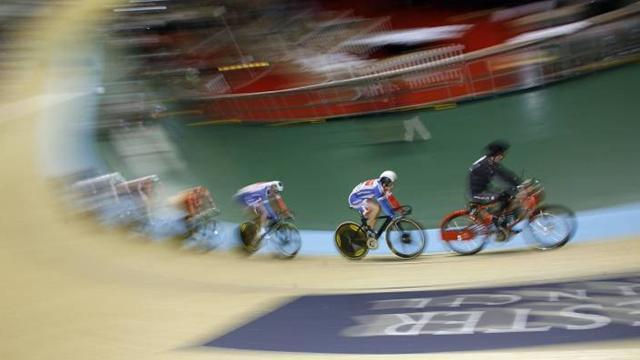 Cycling - Oliva takes keirin bronze at track cycling World Cup