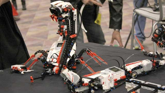 CES 2013: Lego Mindstorms EV3 Comes to Life With iPad, iPhone Controller