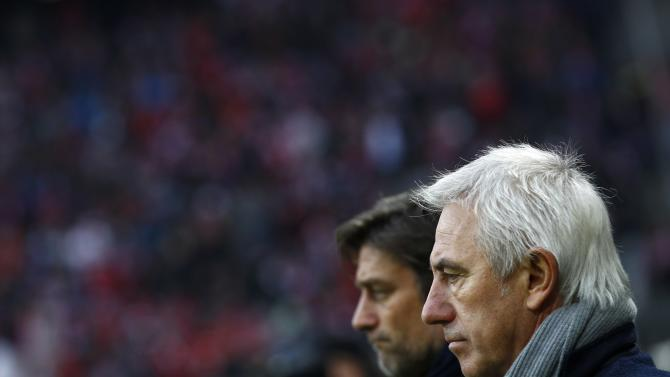 Hamburger SV's coach Marwijk and manager Kreuzer arrive for German Bundesliga soccer match against Bayern Munich in Munich