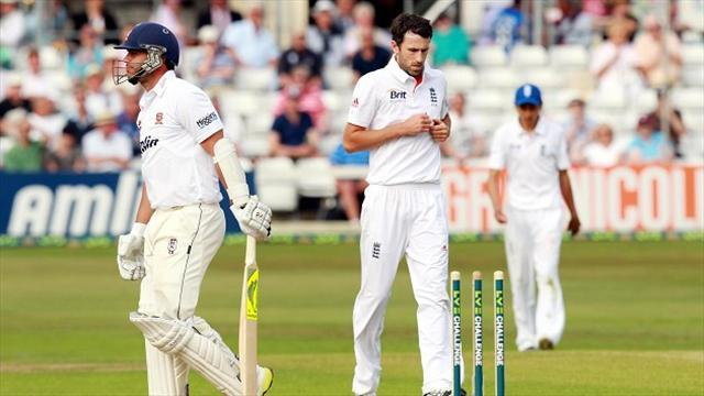 Cricket - England on top after difficult day