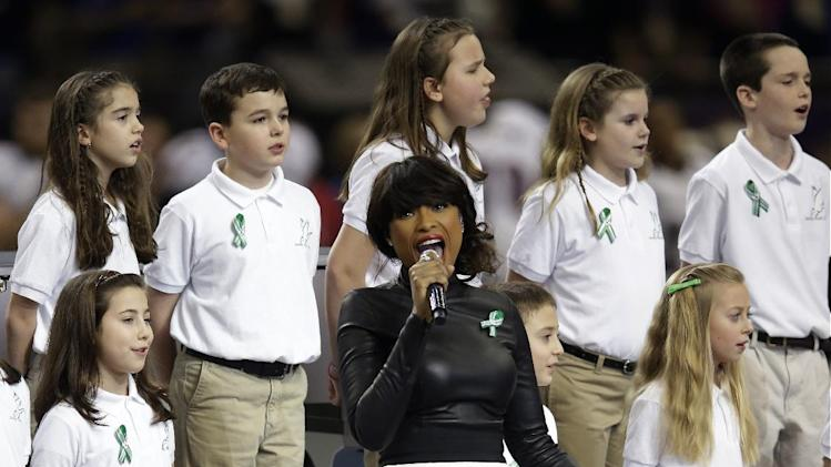 "Jennifer Hudson, center, sings ""God Bless America"" before the NFL Super Bowl XLVII football game between the San Francisco 49ers and the Baltimore Ravens, Sunday, Feb. 3, 2013, in New Orleans. (AP Photo/Evan Vucci)"