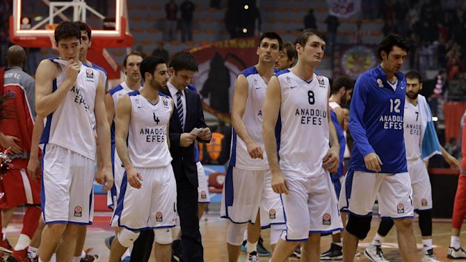 Anadolou Efes' players leave the pitch after their Euroleague basketball match of Top 16 against Olympiakos in the port of Piraeus, near Athens, Thursday, Feb. 13, 2014. Olympiakos won 78-60