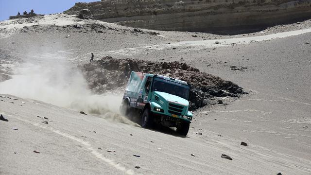Dakar - Trucks: De Rooy loses lead after problems