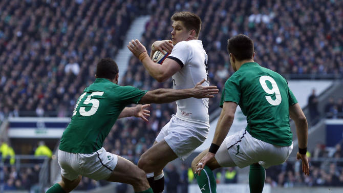 England's Owen Farrell (centre) is tackled by Ireland's Rob Kearney (left) and Ireland's Conor Murray (right) during the Six Nations Rugby Union International match between England and Ireland at Twickenham Stadium, in west London, Saturday Feb. 22, 2014. (AP Photo / Jonathan Brady /PA) UNITED KINGDOM OUT