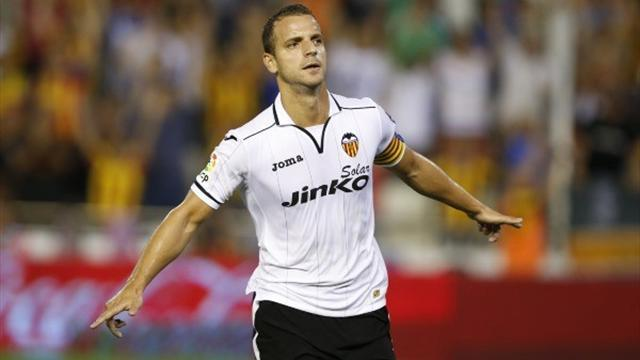 Liga - Soldado's late penalty sinks Espanyol